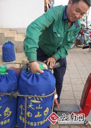 关注送水员:七成昆明家庭每周至少喝一桶水