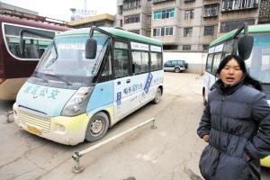民一七旬老人在公交车站台摔死亲属索赔15万元
