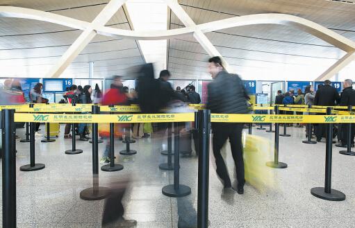昆明火车站,长水机场14日进入节前客流高峰