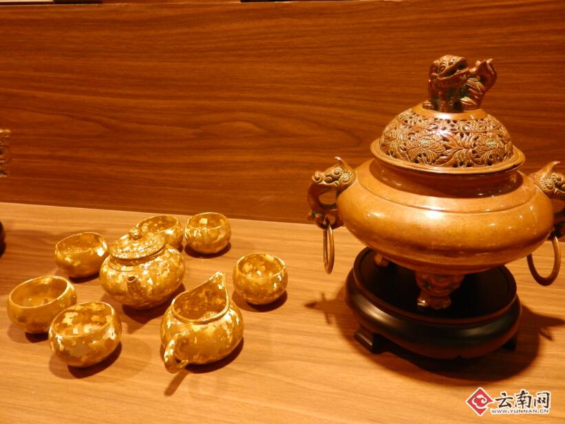 源,腾冲火山石工艺品、会泽迤砚、昭通金沙江奇石及紫砂石壶等观