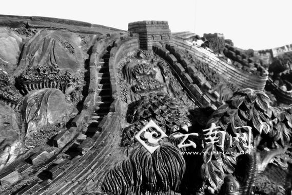 杨杰还说,木雕所刻长城寓意深远,万里长城是中华民族的象征和骄傲