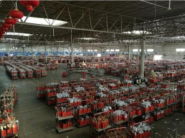 云南网 云南频道 经济 正文    大厅里座无虚席,几百个人紧盯着前方的