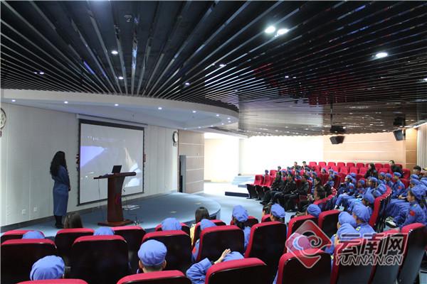 云南红河35名贫困中小学生在科技冬令营放飞科学梦想