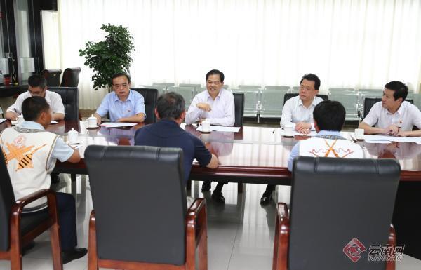陈豪在省信访局接待信访群众、调研信访工作