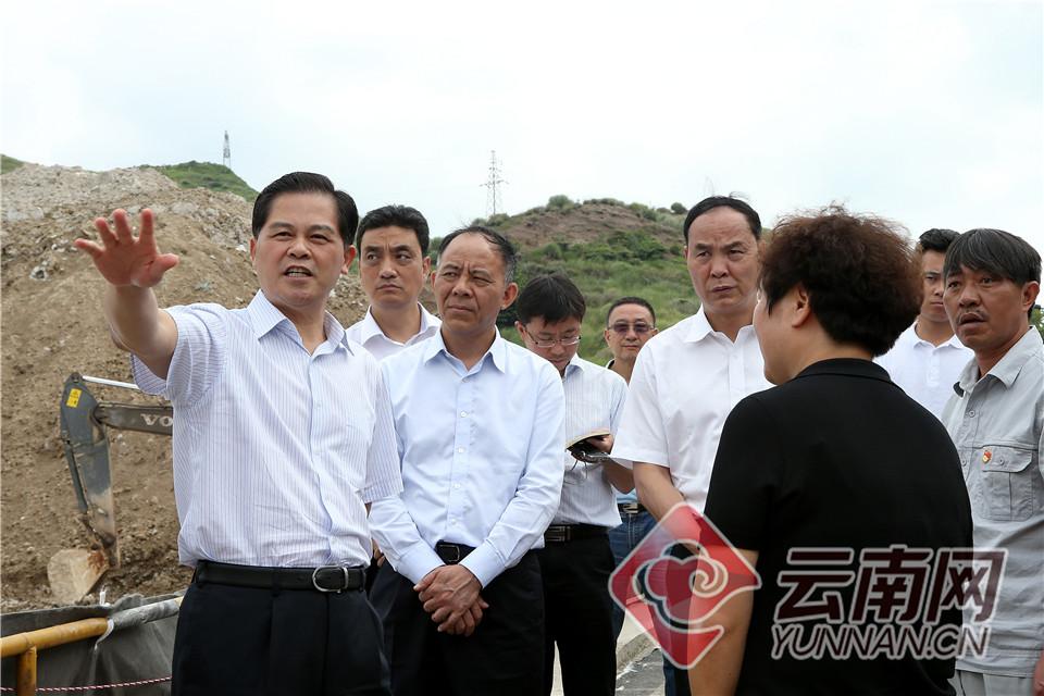 陈豪在罗平调研时强调:坚决打好打胜污染防治精准脱贫攻坚战