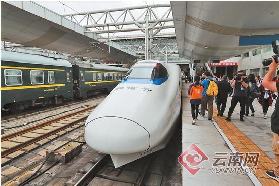 昆楚大铁路日均发送旅客3.3万人
